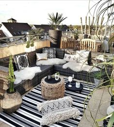 Gorgeous 33 Creative Boho Balcony in Your Home Decor decoraiso.com/... - #balcony #Boho #creative #decor #decoraiso #decoraisocom #Gorgeous #Home