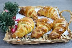 Cornuri aperitiv fragede si pufoase, croissante rapide cu branza, o reteta simpla, cu rezultat savuros si aspectuos. Pastry And Bakery, Nutella, Gin, Sausage, Deserts, Turkey, Food And Drink, Breakfast, Sweet
