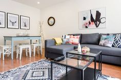 Lovely designed 2 bedrooms flat in Portobello Market. You'll like my place because of the cosiness, the light, and the kitchen. The place is good for couples, business travellers, and families (with kids).