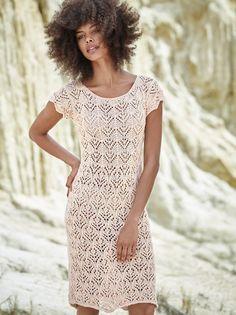 Ажурное платье-футляр спицами