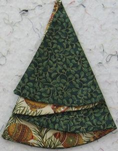 These Christmas Tree napkins are great fun. Easy to make and great all through the holidays. Make a set for a special friend. They are sure to please! The napkins are really just semi cir...