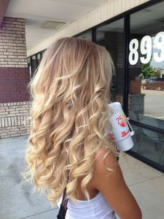 If only I had her hair Hair Color Ideas Blond Mi-long, Curled Blonde Hair, Blonde Hair Looks, Blonde Hair With Highlights, Brown Blonde, Blonde Brunette, Pinterest Short Hairstyles, Curled Hairstyles, Hair Styles 2016