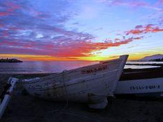 Varadero  Nubes del atardecer. Me pareció un encuadre especial con las barcas, el mar y las nubes. La foto la hice desde la playa de la Bajadilla junto al puerto pesquero de Marbella, España