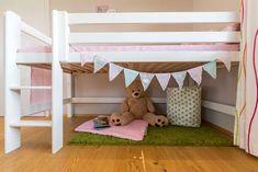 freundliches  Kinderzimmer mit rosa/grünen Akzenten im Musterhaus Style 163 W in Graz Freundlich, Bed, Furniture, Home Decor, Style, Pink, Graz, Room Layouts, Modern Architecture