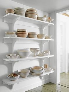 open shelving-display and home design room design house design design Kitchen Shelves, Kitchen Storage, Baking Storage, Kitchen Cabinets, Wall Cabinets, Custom Cabinets, Do It Yourself Decoration, Sweet Home, Shabby Chic