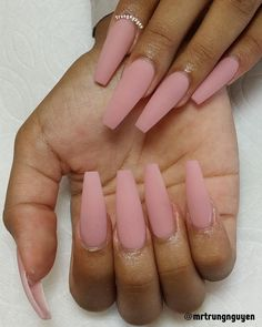 JINDIN 24 Sheet Matte Fake Nails with Nail Glue Short Oval Nail Tips Design Acrylic French False Nail Tips Manicure Art For Women Girls – Cute Nails Club - ditchegg. Aycrlic Nails, Pink Acrylic Nails, Oval Nails, Dope Nails, Glue On Nails, Matte Pink Nails, Acrylic Art, White Acrylic Nails With Glitter, Coffin Nails Matte