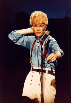 Bowie: Where Are We Now http://www.vogue.fr/culture/a-ecouter/diaporama/la-playlist-de-local-natives/11553/image/682642#bowie-where-are-we-now