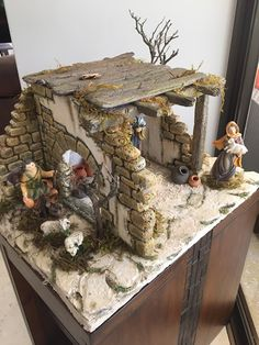Christmas Tree Village Display, Christmas Nativity, Art Portfolio, Small World, Big Kids, Portal, Cribs, Crafts For Kids, Miniatures