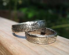 leaf wedding bands | http://bestweddingideasplanning.blogspot.com