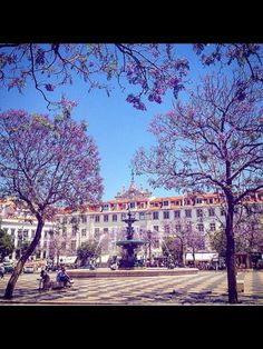 Rossio #mystoryhotelrossio Mansions, House Styles, Belle, Lisbon, Fancy Houses, Mansion, Manor Houses, Mansion Houses, Villas