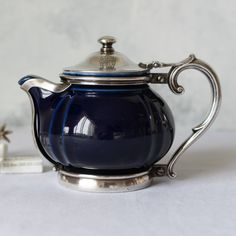 Love the mix between minimalist metal and coloured glass. Love the proportions of this teapot. Tea Cup Saucer, Tea Cups, Afternoon Tea Parties, Teapots And Cups, Tea Art, Tea Service, My Cup Of Tea, Vintage Tea, Drinking Tea