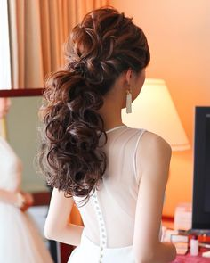 2019年最新版♡結婚式の可愛いブライダルヘア特集 | marry[マリー] Hair Inspiration, Wedding Inspiration, Bridal Hair, Marie, Wedding Hairstyles, Hair Cuts, Long Hair Styles, Wedding Dresses, Beauty