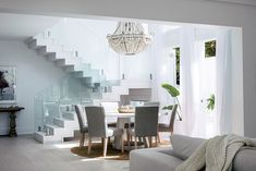 dining table void and lighting Santorini House, Australia Wallpaper, Three Birds Renovations, Hotel Interiors, Tropical Houses, Dining Room Design, Beautiful Space, Interiores Design, Home And Family