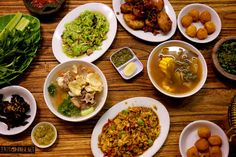 Last month, we drove to Bandung with a friend to spend several days there. We took our time, enjoying lunch, Chana Masala, Places To Eat, Curry, Lunch, Ethnic Recipes, Food, Meal, Eat Lunch, Essen
