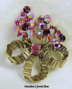 Signed LISNER Bouquet of Pink Aurora Borealis Rhinestone Gold Tone Bow Brooch Pin – Beautiful!