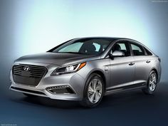Hyundai launched its first plug-in hybrid vehicle at the 2015 North American International Auto Show in Detroit. The 2016 Hyundai Sonata Plug-in Hybrid. Hyundai Sonata, Ev Charger, Mid Size Sedan, Compare Cars, Hyundai Cars, Detroit Auto Show, Hyundai Genesis, Hyundai Accent, Volkswagen Jetta