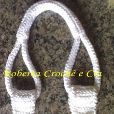 Roberta Crochê e Cia: Passo-a-passo Alças de Crochê para bolsas - (how to crochet sturdy bag handles - not in English - but there is a good photo tutorial). Crochet Tote, Crochet Purses, Knit Or Crochet, Crochet Crafts, Crochet Projects, Crochet Tutorials, Free Crochet, Crochet Baskets, Bag Tutorials