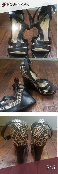 f600248045cc1c Tribal Print T Strap Wedge Sandals Sz 6 1 2 Very cute Tribal Print T