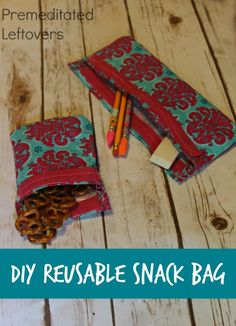 DIY Reusable Snack Bags Tutorial - This quick and easy Reusable Snack Bag pattern costs just a few dollars to make and can be customized. Snack Bags, Leftover Fabric, Love Sewing, Sewing Projects For Beginners, Diy Projects, Couture, Sewing Patterns Free, Fabric Scraps, Sewing Hacks