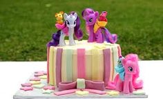My little pony cake - using figurines & toys for decorations is a quick & easy way to decorate