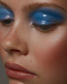 Blauer lidschatten hooded eye makeup tips and tutorials for amazing eyes makeup hooded eye makeup tips makeup amazing eye eyes hooded makeup makeuphooded tips tutorials Blue Makeup Looks, Blue Eye Makeup, Makeup For Brown Eyes, Makeup Light, Makeup Inspo, Makeup Art, Makeup Inspiration, Makeup Ideas, Fun Makeup