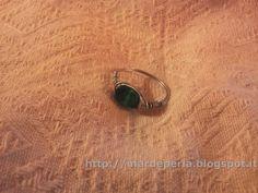 madreperla: anelli fatti completamente a mano utilizzando la tecnica wire