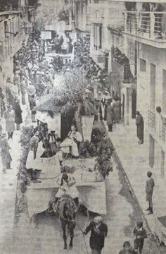 1899: Ο Καρνάβαλος πρωτοεμφανίζεται στην Αθήνα Old Pictures, Old Photos, Vintage Photos, Greek History, Greek Isles, History Of Photography, Yesterday And Today, Athens Greece, Back In The Day