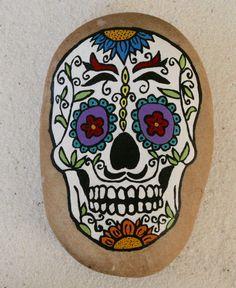 Girasol pintadas Sugar Skull Rock por JustNaturalElements en Etsy