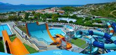 Aquatica (Orlando, Estados Unidos). Tem duas piscinas de ondas, uma ao lado da outra, e escorregas que entram para um aquário com golfinhos. (Aquatica)