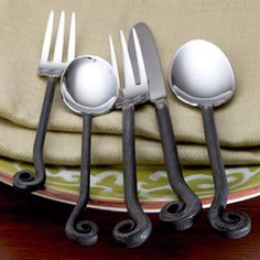 I soooo want this flatware. Its still available at Bed Bath and Beyond ... maybe if I start dropping hints now I might get it as a gift for Christmas