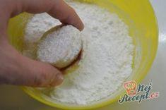 Vanilková kolečka lepená marmeládou | NejRecept.cz Icing, Bread, Cheese, Ethnic Recipes, Desserts, Food, Tailgate Desserts, Deserts, Brot