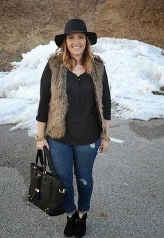 Black shirt, floppy black hat, black heels/boots, jeans and fur vest