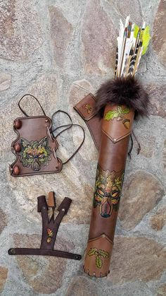 Archery Set Of A Hand Tooled Leather Quiver, Arm Guard And A Shooting Glove - Les images impressionnantes de diy face mask sewing pattern que l'on propose pour vous Une image - Archery Gloves, Archery Quiver, Archery Set, Crossbow Hunting, Diy Crossbow, Arrow Quiver, Crossbow Arrows, Archery Bows, Archery Hunting