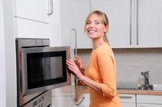 Come rimuovere l'odore di bruciato dal forno a microonde