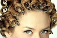 Pincurls remind me of my Mom after she washed her hair. Pin Curl Hair, How To Curl Short Hair, Pin Curls, Hair Up Styles, Updo Styles, Curl Styles, Edwardian Hairstyles, Retro Hairstyles, Curled Hairstyles
