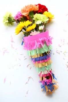 These 10 DIY fiesta projects will help you create the perfect Cinco de Mayo party, with everything from food to favors, decor, and games! Bouquet Wrap, Diy Bouquet, Diy Piñata, Easy Diy, How To Wrap Flowers, Flower Wrap, Diy Gifts, Handmade Gifts, Diy Graduation Gifts