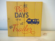 Rustic wood sign: The best days are at the trailer! This beautiful, handmade sign was crafted with care by Wood Finds. It would make a perfect gift for a loved one who has it all. Add some character to your home away from home. More custom options available on our website: www.woodfinds.com    rustic sign, wood sign, rustic wall art, cabin sign, cottage sign, camping sign, cottage decor, cottage, cabin, wall art, afforable, gift, gift ideas, retro