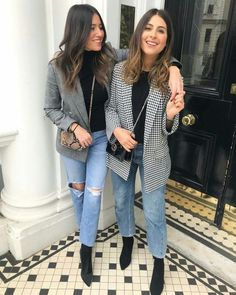 Plaid blazer, boyfriend jeans and black ankle boots Karierter Blazer, Boyfriend-Jeans und schwarze Stiefeletten Business Casual Outfits, Trendy Outfits, Fashion Outfits, Blazer Outfits Casual, Casual Shoes, Blazer Fashion, Women Blazer Outfit, Outfits With Mom Jeans, Black Mom Jeans Outfit