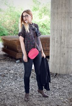 Der Stoff aus dem Chanel Träume sind   Bouclé Bluse und Skinny Jeans   Outfit  #mode #Ü40 #ü40blog #over40 #boucle #chanel #pink #fashion #fashionbloggers #black #blacklove #skinny