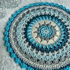 You'll love to make this gorgeous Mandala Rug and it's an easy FREE Pattern. We've included lots of FREE Patterns plus a Crochet Doily Rug for you to try! Crochet Mat, Crochet Mandala Pattern, Crochet Cushions, Crochet Blocks, Crochet Cross, Crochet Round, Crochet Squares, Crochet Home, Crochet Doilies