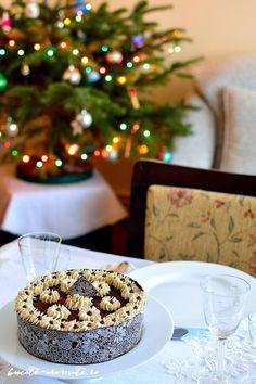 Tort cu ciocolată, cremă de brânză şi vişine | Bucate Aromate Anul Nou, Table Decorations, Dessert Recipes, Dinner Table Decorations