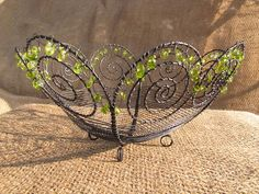"drátovaná miska ""Čtyřlístek\"" Wire Crafts, Metal Crafts, Diy And Crafts, Wire Flowers, Wire Trees, Metal Baskets, Wire Art, Handmade Accessories, Metal Art"