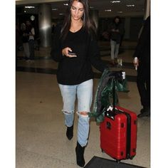 Emily Ratajkowski at LAX Airport in Los Angeles  . Check out our website for more!  (link in bio) . . . . . . . . . . . . . . . . . #emilyratajkowski#emrata#streetstyle#photography#fashion#look#trend#blog#romantic#thefashioninspo#dope#hair#celebs#cute#girl#body#dior#actress#love#fall#milf#celeb#nude#pfw#victoriasecret#vsangel#fall##love#bae