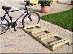 Wooden bike rack / Eco bike rack – Do it yourself Wood Bike Rack, Diy Bike Rack, Bicycle Storage, Bicycle Rack, Garage Organization Tips, Garage Storage, Rack Velo, Bicycle Stand, Wooden Bicycle