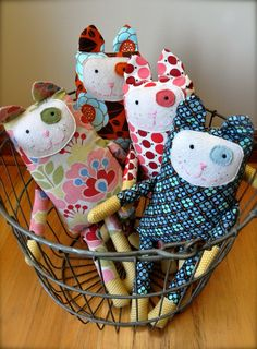 Kitty Stuffies - love the sweet patch eyes. Would be nice in Anna Maria Horner fabric.