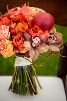 <3 this vibrant fall bouquet by http://akikofloral.com