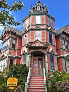 Ann Starrett Victorian Mansion Boutique Hotel this is in Port Townsend, WA Victorian Architecture, Beautiful Architecture, Beautiful Buildings, Architecture Details, Beautiful Homes, House Beautiful, Beautiful Places, Victorian Style Homes, Victorian Houses