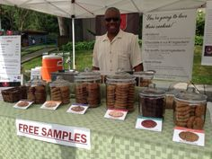 Michael Pinckney with http://www.lovethesecookies.com