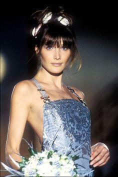 1994 - Versace Atelier show - Carla Bruni