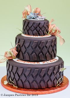 Tire Cake for a construction, cars, or monster truck party, grooms cake. Perfect for my boys! Pretty Cakes, Cute Cakes, Beautiful Cakes, Amazing Cakes, Tire Cake, Themed Wedding Cakes, Tire Wedding Cakes, Themed Cakes, Fancy Cakes